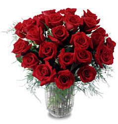 Erzincan 14 şubat sevgililer günü çiçek  11 adet kirmizi gül cam yada mika vazo içerisinde