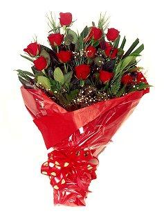 12 adet kirmizi gül buketi  Erzincan İnternetten çiçek siparişi