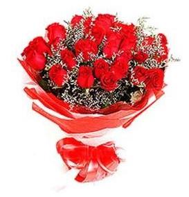 Erzincan çiçekçiler  12 adet kırmızı güllerden görsel buket
