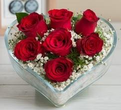 Kalp içerisinde 7 adet kırmızı gül  Erzincan 14 şubat sevgililer günü çiçek