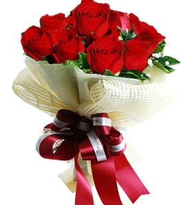 9 adet kırmızı gülden buket tanzimi  Erzincan 14 şubat sevgililer günü çiçek