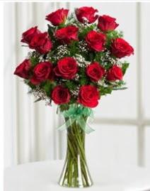 Cam vazo içerisinde 11 kırmızı gül vazosu  Erzincan hediye çiçek yolla