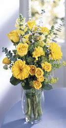 Erzincan çiçek gönderme  sari güller ve gerbera cam yada mika vazo