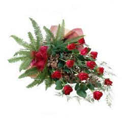 Erzincan çiçek gönderme  10 adet kirmizi gül özel buket çiçek siparisi