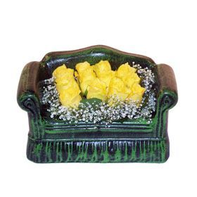 Seramik koltuk 12 sari gül   Erzincan kaliteli taze ve ucuz çiçekler