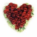 kalp biçiminde 15 gülden   Erzincan çiçek siparişi vermek