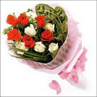 5 kirmizi 5 beyaz güllerden   Erzincan çiçek gönderme