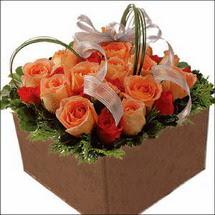 kare sandikta 11 gülllerden   Erzincan yurtiçi ve yurtdışı çiçek siparişi