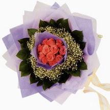 12 adet gül ve elyaflardan   Erzincan yurtiçi ve yurtdışı çiçek siparişi
