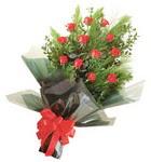 12 adet kirmizi gül buketi   Erzincan yurtiçi ve yurtdışı çiçek siparişi