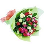 12 adet renkli gül buketi   Erzincan 14 şubat sevgililer günü çiçek
