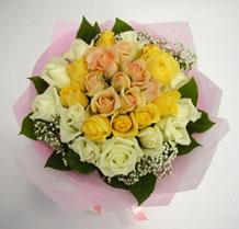 sari ve beyaz gül karisimda   Erzincan çiçek mağazası , çiçekçi adresleri