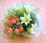 Erzincan anneler günü çiçek yolla  lilyum ve 7 adet gül buket