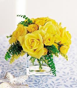 Erzincan çiçek satışı  cam içerisinde 12 adet sari gül