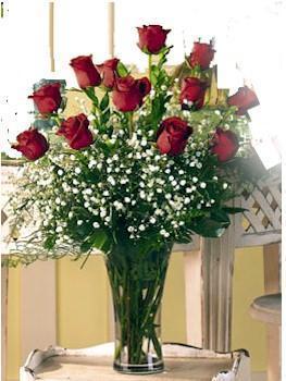 Erzincan çiçek satışı  11 adet kirmizi gül vazo içerisinde