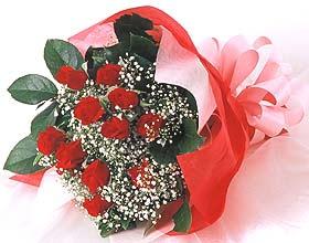 12 adet kirmizi gül buketi  Erzincan çiçekçi telefonları