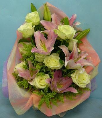 11 adet gül ve 2 adet kazablanka buketi  Erzincan çiçek yolla , çiçek gönder , çiçekçi