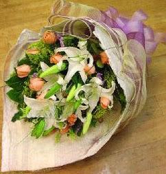 Erzincan çiçek yolla , çiçek gönder , çiçekçi   11 ADET GÜL VE 1 ADET KAZABLANKA