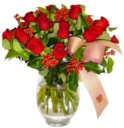Erzincan yurtiçi ve yurtdışı çiçek siparişi  11 adet kirmizi gül  cam aranjman halinde