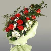 Erzincan kaliteli taze ve ucuz çiçekler  11 adet kirmizi gül buketi sade haldedir