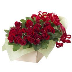 19 adet kirmizi gül buketi  Erzincan çiçek siparişi vermek