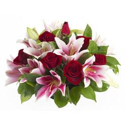 güller ve kazablnaklardan aranjman  Erzincan hediye çiçek yolla