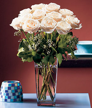 Erzincan çiçekçi mağazası  Cam yada mika vazo içerisinde 12 gül