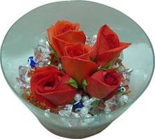 Erzincan ucuz çiçek gönder  5 adet gül ve cam tanzimde çiçekler