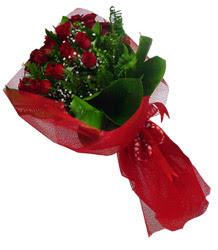 Erzincan 14 şubat sevgililer günü çiçek  10 adet kirmizi gül demeti
