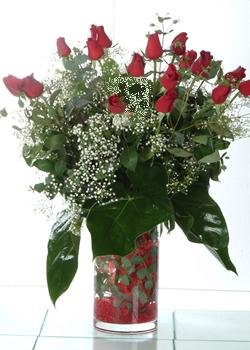 Erzincan çiçek siparişi vermek  11 adet kirmizi gül ve cam yada mika vazo tanzim