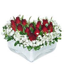 Erzincan çiçek gönderme sitemiz güvenlidir  mika kalp içerisinde 9 adet kirmizi gül