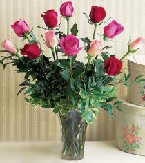 Erzincan çiçekçiler  12 adet karisik renkte gül cam yada mika vazoda