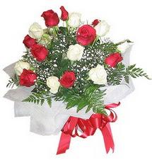 Erzincan çiçek mağazası , çiçekçi adresleri  12 adet kirmizi ve beyaz güller buket