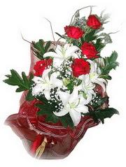 Erzincan internetten çiçek siparişi  5 adet kirmizi gül 1 adet kazablanka çiçegi buketi