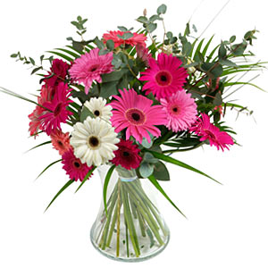 15 adet gerbera ve vazo çiçek tanzimi  Erzincan çiçek gönderme