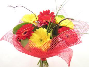 9 adet gerbera çiçeklerinden buket  Erzincan çiçek servisi , çiçekçi adresleri