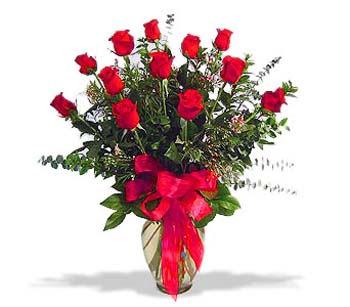 çiçek siparisi 11 adet kirmizi gül cam vazo  Erzincan çiçek gönderme