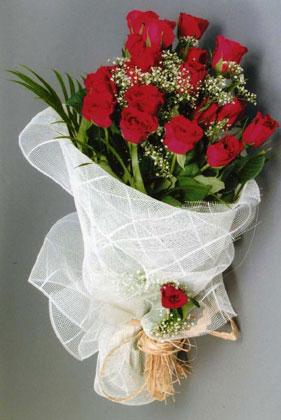 10 adet kirmizi güllerden buket çiçegi  Erzincan online çiçek gönderme sipariş