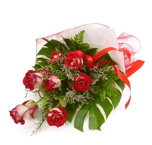 çiçek gönder 7 adet kirmizi gül buketi  Erzincan internetten çiçek siparişi
