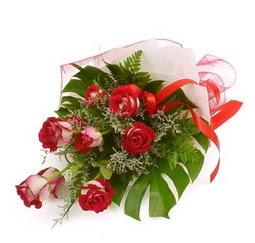 Çiçek gönder 9 adet kirmizi gül buketi  Erzincan çiçek yolla