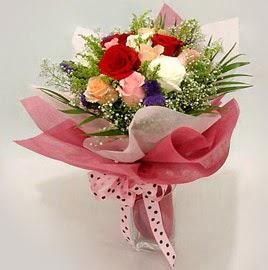 Karisik renklerde 11 adet gül buketi  Erzincan hediye sevgilime hediye çiçek