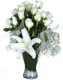 cam içerisinde 11 beyaz gül ve 1 kazablanka  Erzincan online çiçekçi , çiçek siparişi