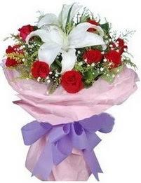 9 adet kirmizi gül 1 adet kazablanka buketi  Erzincan yurtiçi ve yurtdışı çiçek siparişi