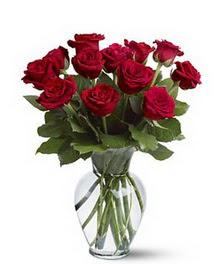 Erzincan 14 şubat sevgililer günü çiçek  cam yada mika vazoda 10 kirmizi gül