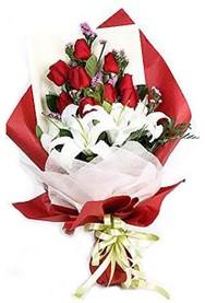Erzincan güvenli kaliteli hızlı çiçek  9 adet gül 2 adet kazablanka buketi