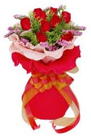 Erzincan çiçek satışı  8 Adet kirmizi güllerden buket tanzimi