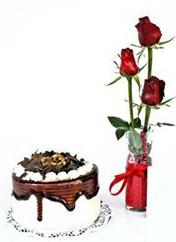 Erzincan çiçek yolla  vazoda 3 adet kirmizi gül ve yaspasta