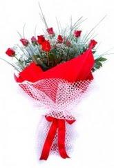 Erzincan uluslararası çiçek gönderme  9 adet kirmizi gül buketi demeti