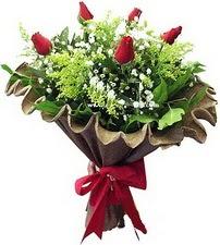 Erzincan çiçek gönderme  5 adet kirmizi gül buketi demeti