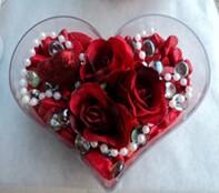 Erzincan çiçekçi telefonları  mika kalp içerisinde 3 adet gül ve taslar